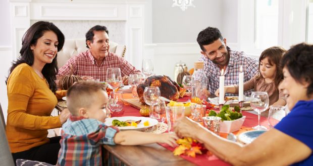 managing diabetes at a family thanksgiving dinner
