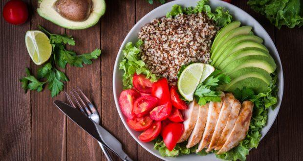 Salad bowl with quinoa, chicken, avocado, tomato