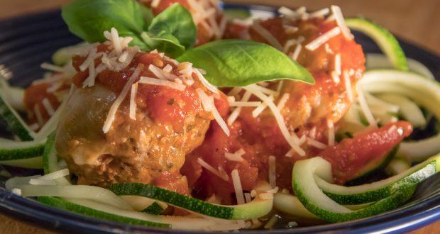 zucchini noodles with meatball marinara